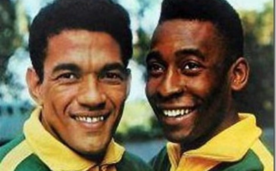 Garrincha (links) en Pelé